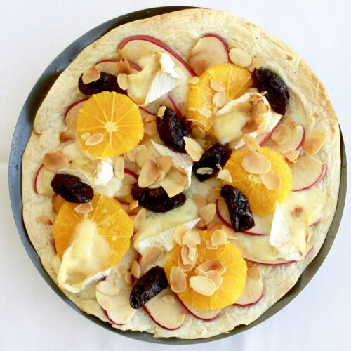 フルーツとカマンベールチーズのトルティーヤピザ